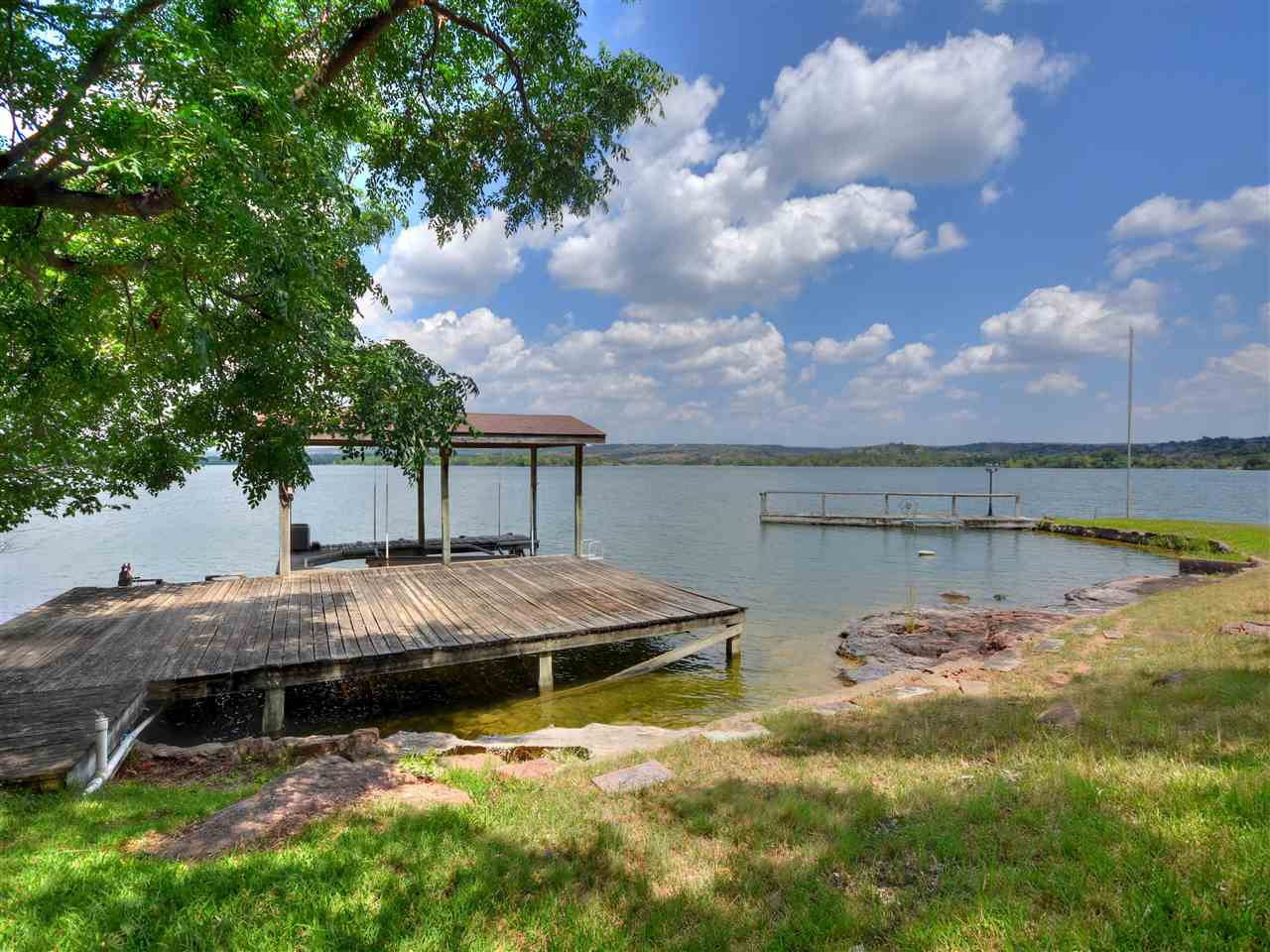 916 S Rockwood Drive Horseshoe Bay Real Estate Home Listings - RE/MAX Horseshoe Bay Resort Sales, Co. Lake LBJ Real Estate