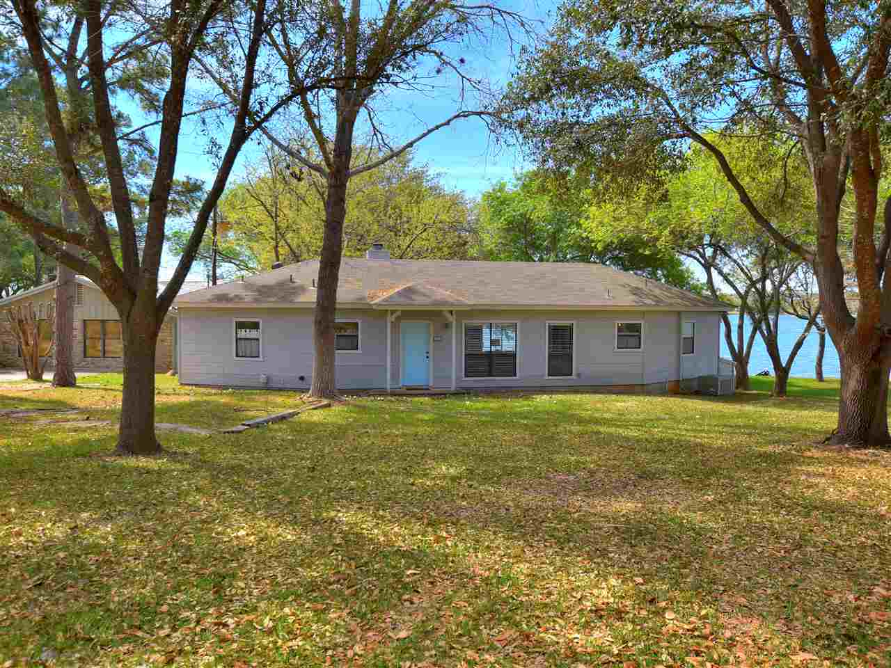 286 E Lakeshore Horseshoe Bay Real Estate Home Listings - RE/MAX Horseshoe Bay Resort Sales, Co. Lake LBJ Real Estate