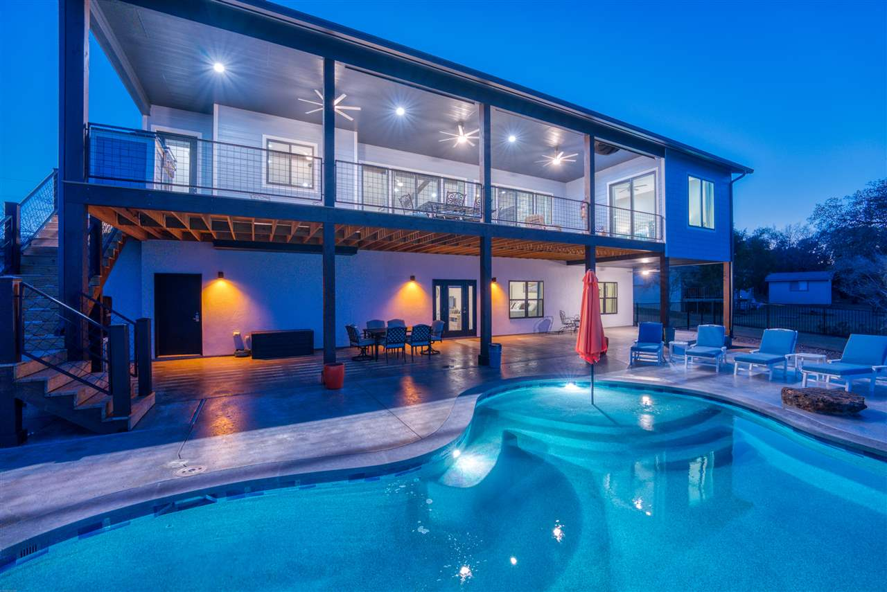Lake Living Resort Style