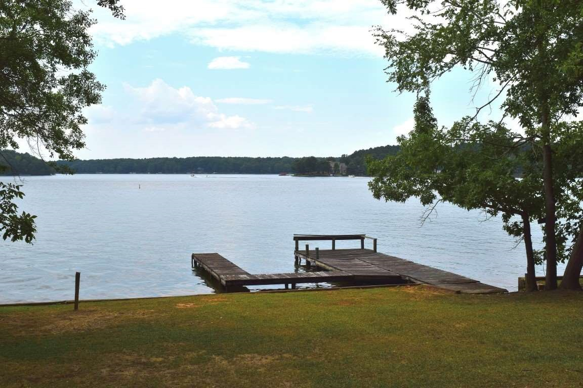 AFFORDABLE LAKE OCONEE GETAWAY.  GREAT LOT WITH A DOUBLEWIDE BEING SOLD FURNISHED (EXCEPT FOR A FEW PERSONAL ITEMS) AND