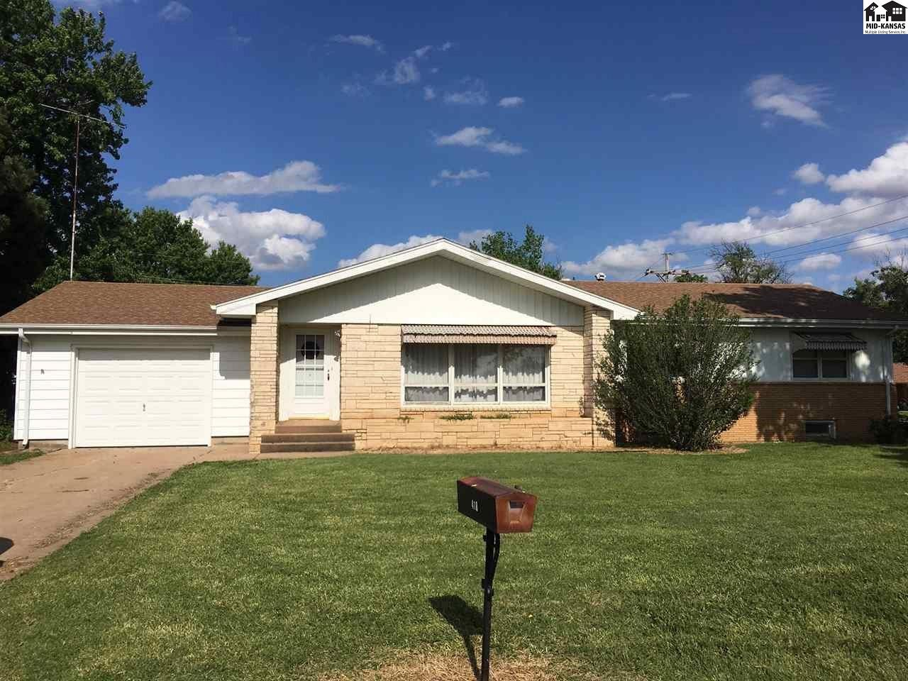 This is your chance to get a 3 bedroom, 2 bath home here in Lyons. It sits on a corner lot with a nice layout and 2 bonus rooms in the basement. Come check it out!