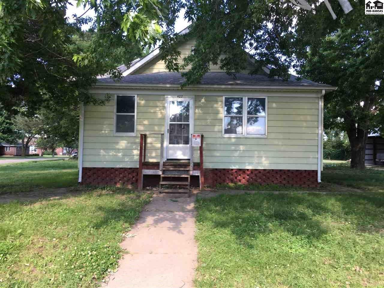If you're looking for more than 2 bedrooms on the same level in your next house, this is it!! This house has 1,514 sq ft on the main level with 4 bedrooms. There is a carport that was placed in 1996 (24' x 27') that can hold 2 cars and a detached garage that can hold still another.