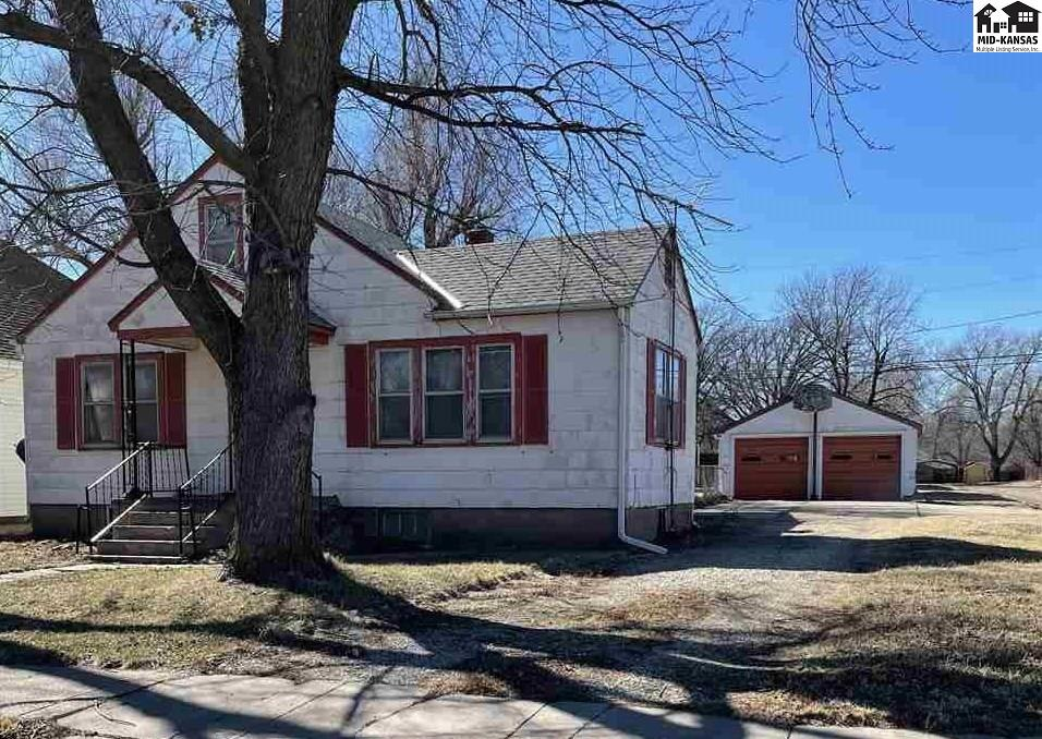 Check this bungalow house with 2 bedrooms on main floor, bonus room upstairs and bonus rooms in basement. The basement also has a shower and a kitchenette.