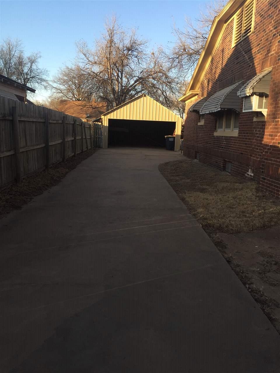 2110 W Oklahoma