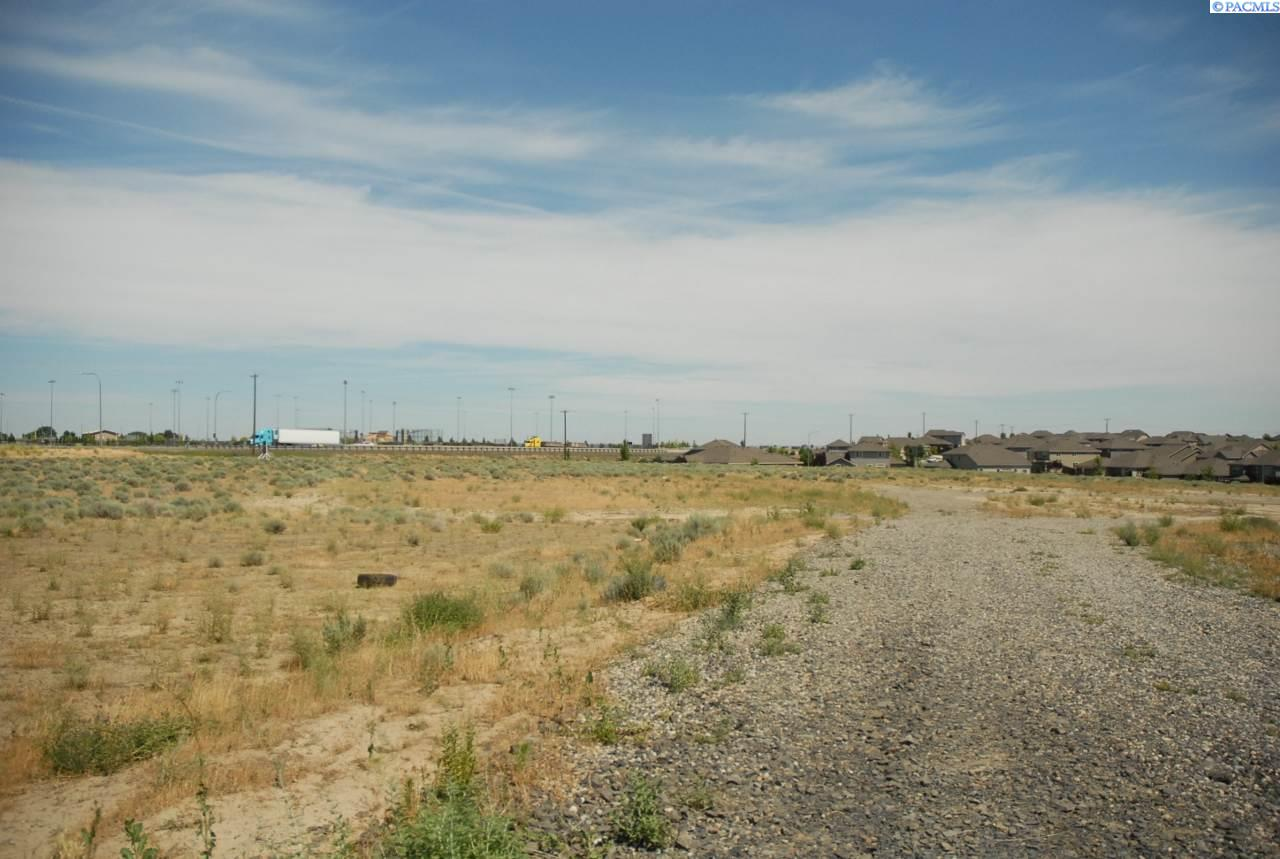 Additional photo for property listing at 4704 W Hildebrand Blvd. Kennewick, Washington 99337 United States