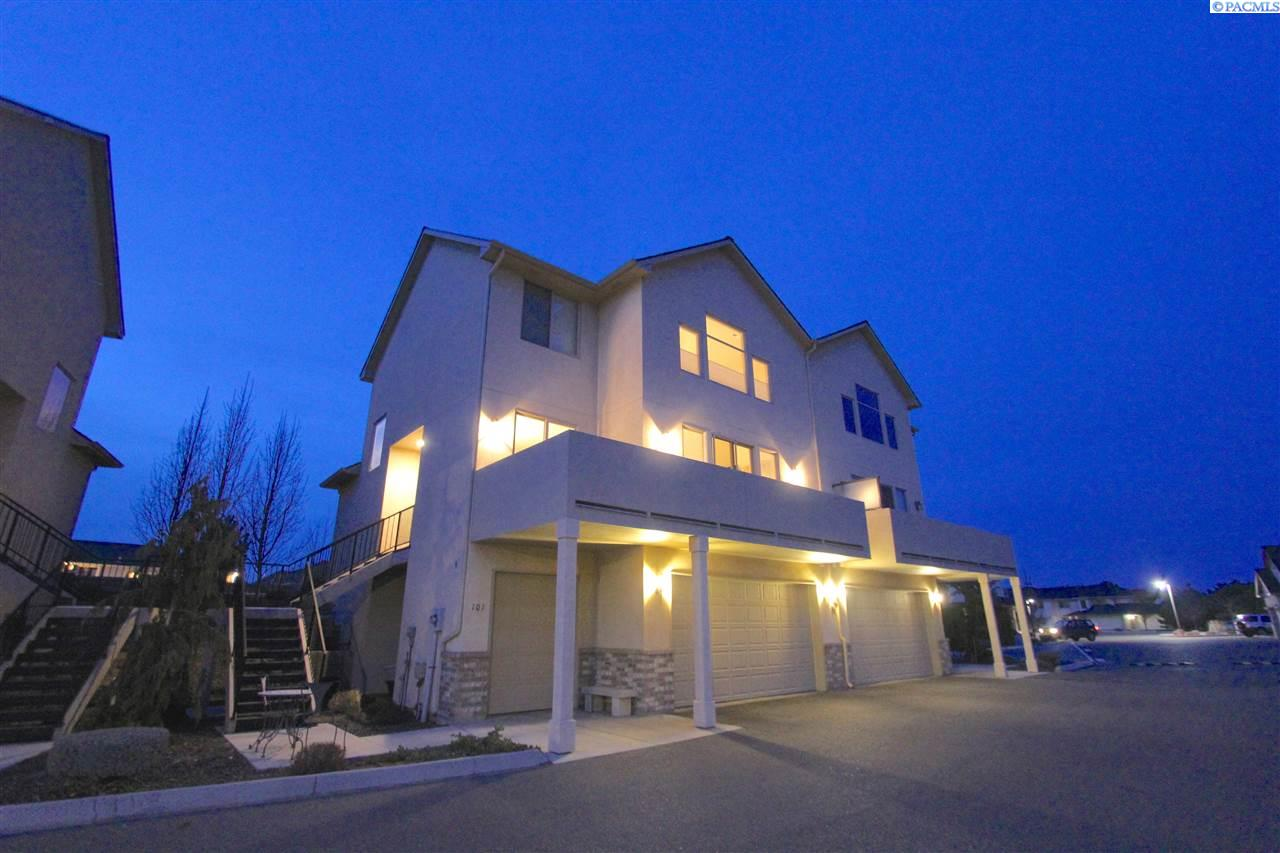 Condominiums for Sale at 3710 W Canyon Lakes Drive N101 Kennewick, Washington 99337 United States