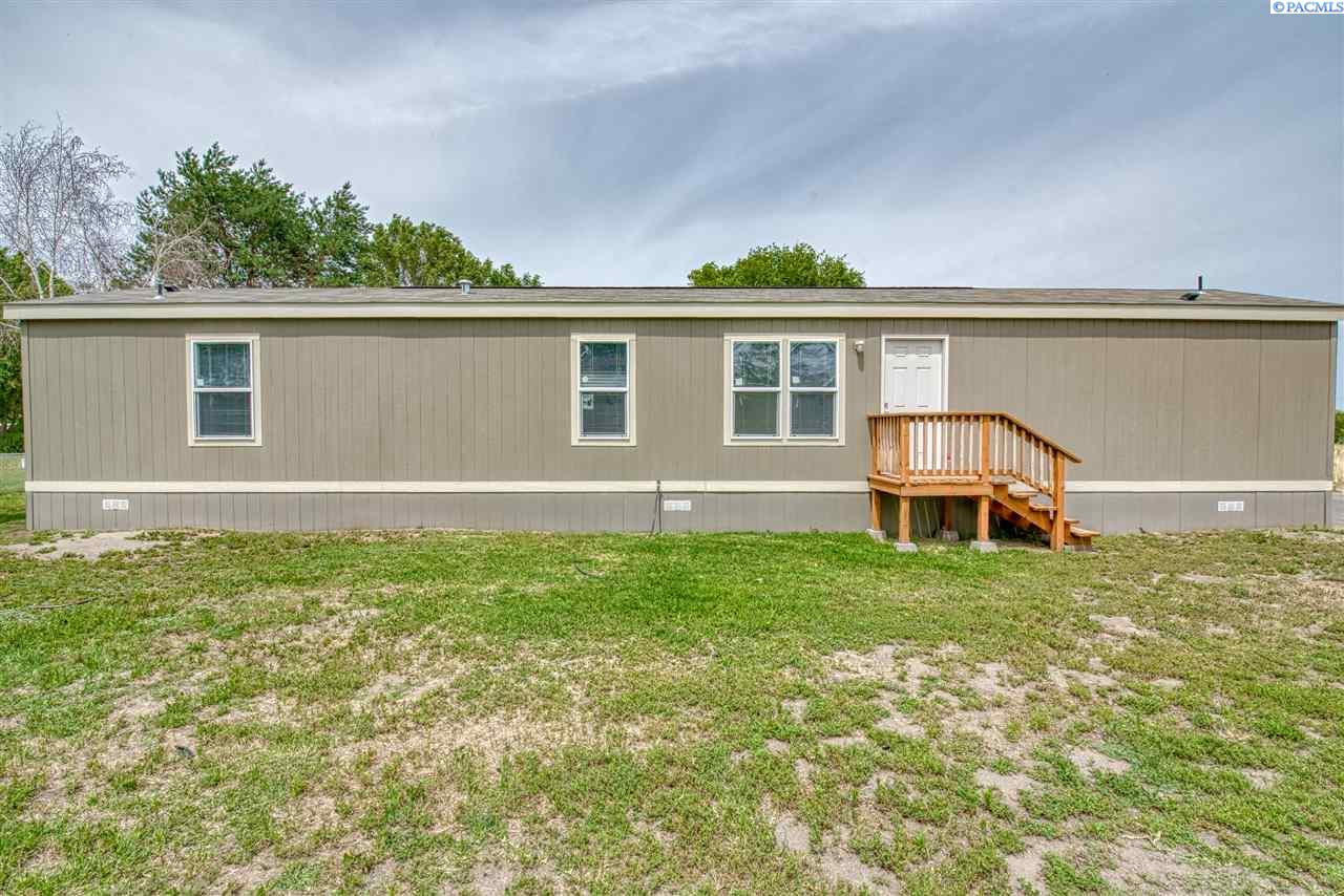 Manufactured Home for Sale at 203106 E Bowles Rd #86 Kennewick, Washington 99337 United States