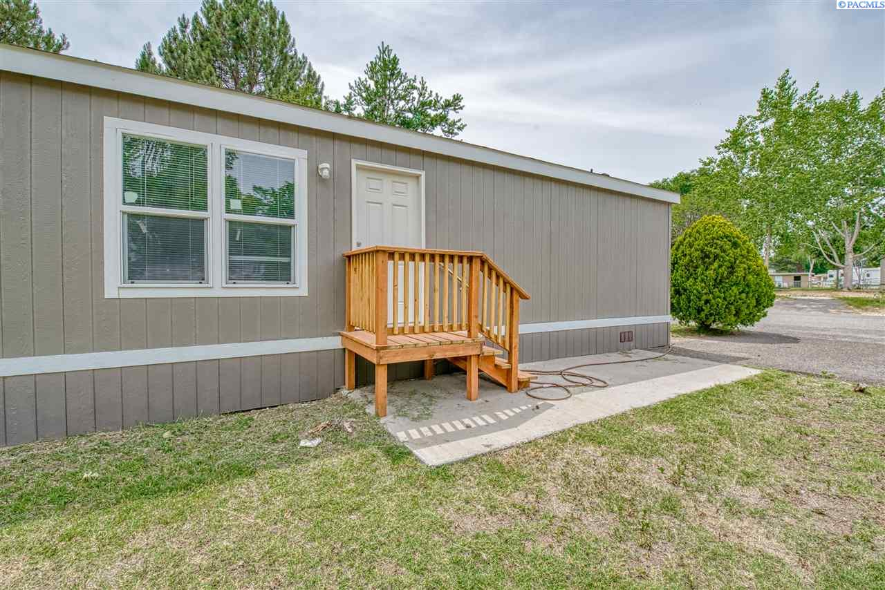 Manufactured Home for Sale at 203106 E Bowles Rd #83 Kennewick, Washington 99337 United States
