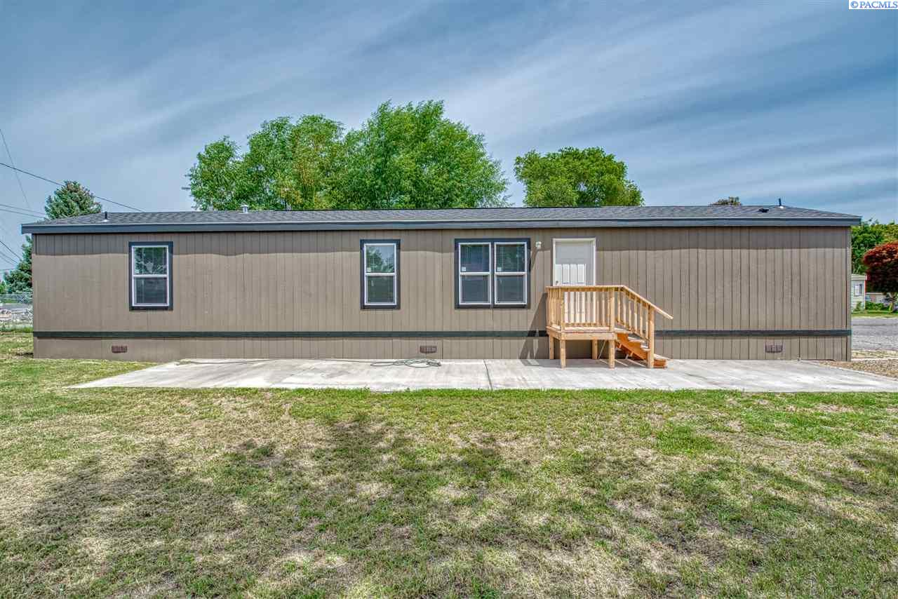 Manufactured Home for Sale at 203106 E Bowles Rd #17 Kennewick, Washington 99337 United States