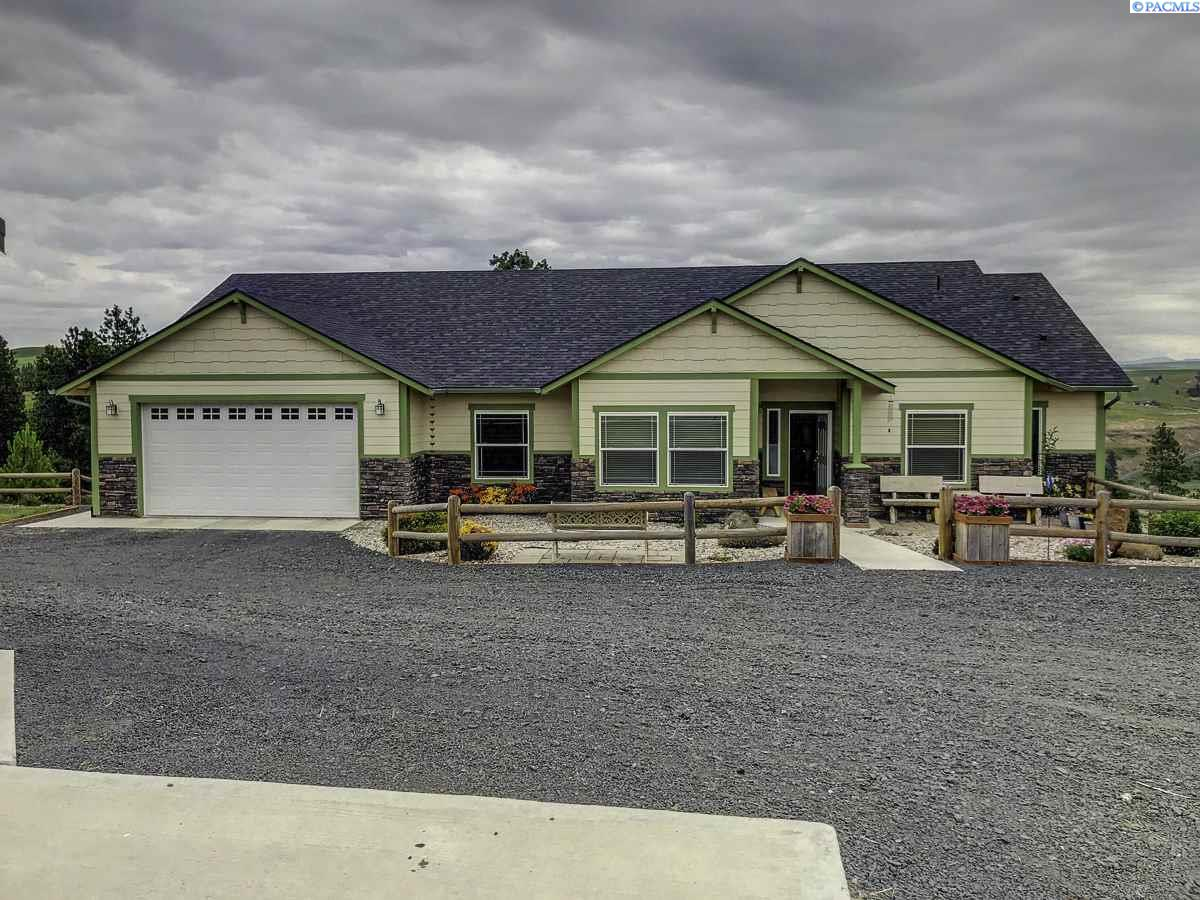Single Family Homes for Sale at 336 Red Tail Ridge Road Colfax, Washington 99111 United States