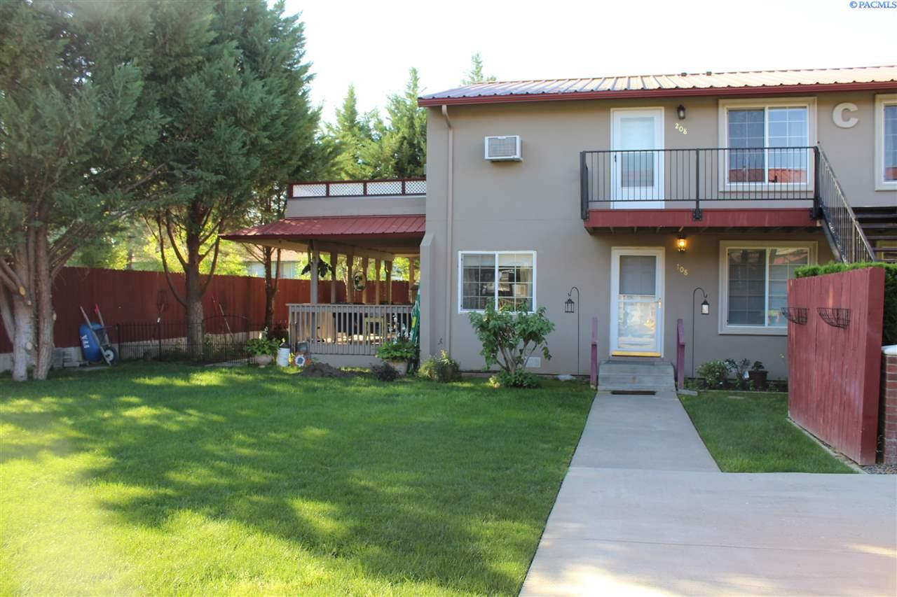 Condominiums for Sale at 526 S 40th Ave. C-208 West Richland, Washington 99353 United States