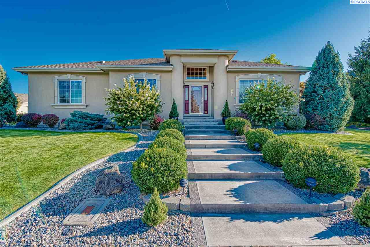Single Family Homes for Sale at 381 Clovernook Street Richland, Washington 99352 United States
