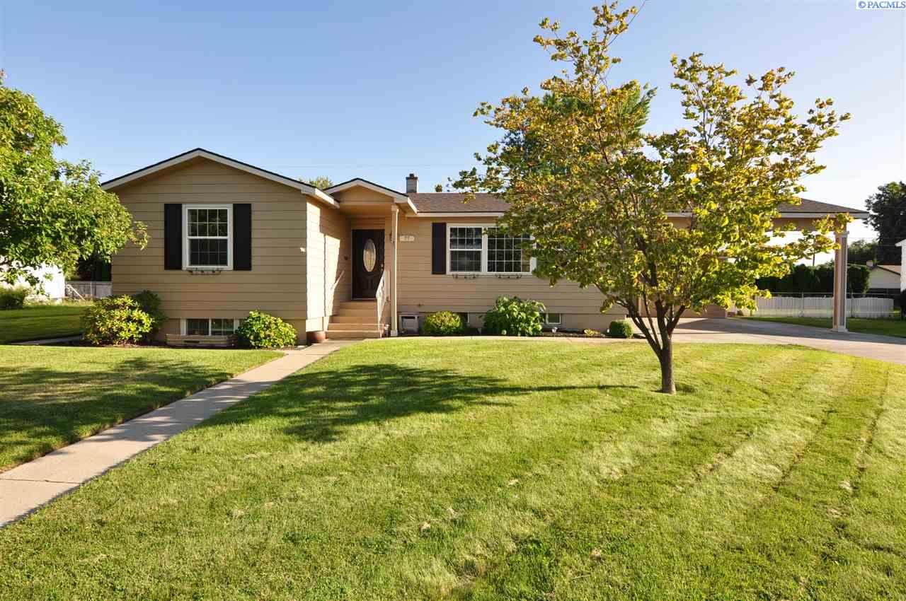 Single Family Homes for Sale at 77 McMurray Street Richland, Washington 99354 United States