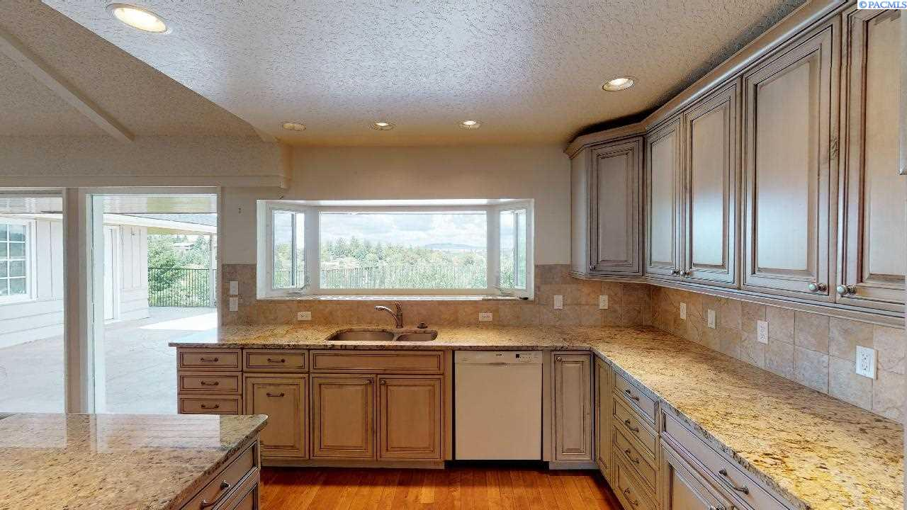 Additional photo for property listing at 550 SE Crestview Street Pullman, Washington 99163 United States