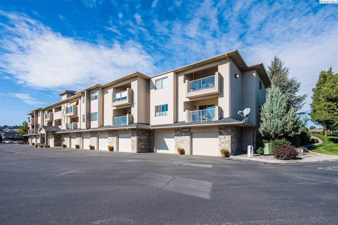 Condominiums for Sale at 3710 Canyon Lakes Drive L-202 Kennewick, Washington 99337 United States