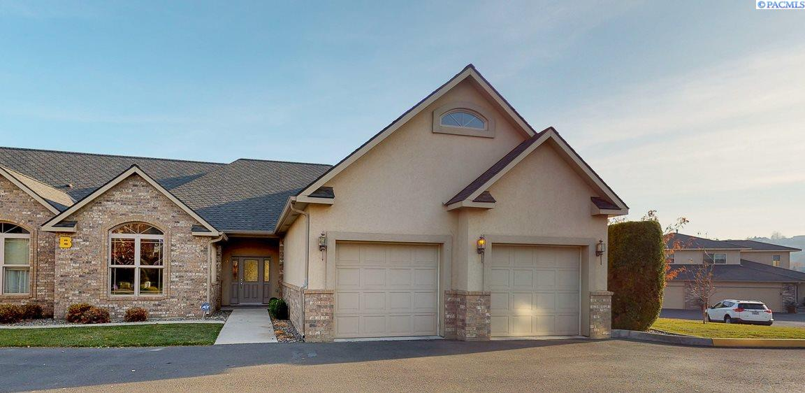 Condominiums for Sale at 3710 W Canyon Lakes Drive B-102 Kennewick, Washington 99337 United States