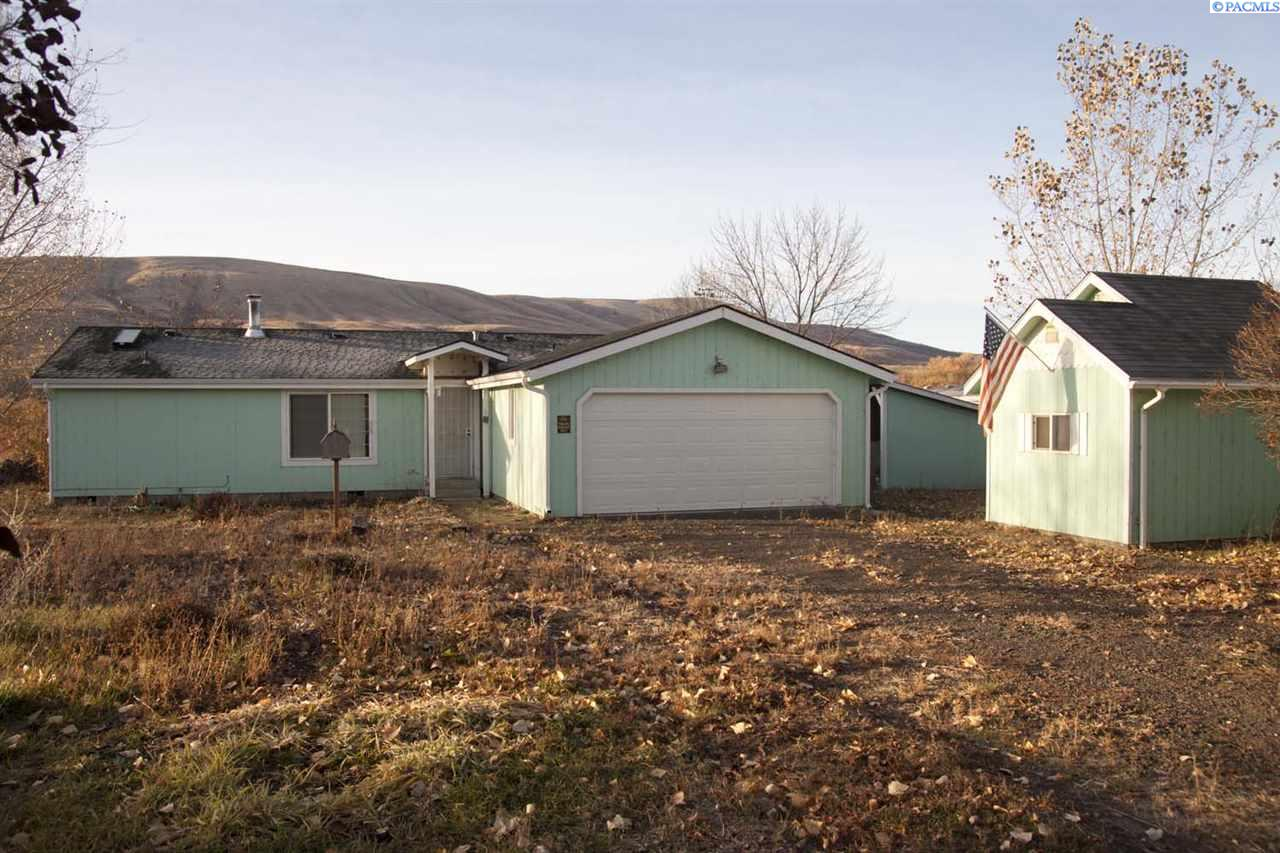 Manufactured Home for Sale at 22590 Ahtanum Road Yakima, Washington 98903 United States
