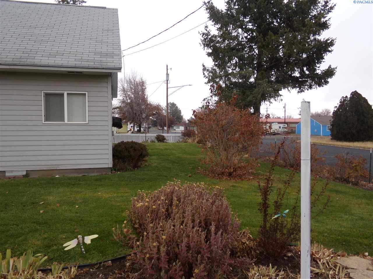 Additional photo for property listing at 137 S Almira Connell, Washington 99326 United States