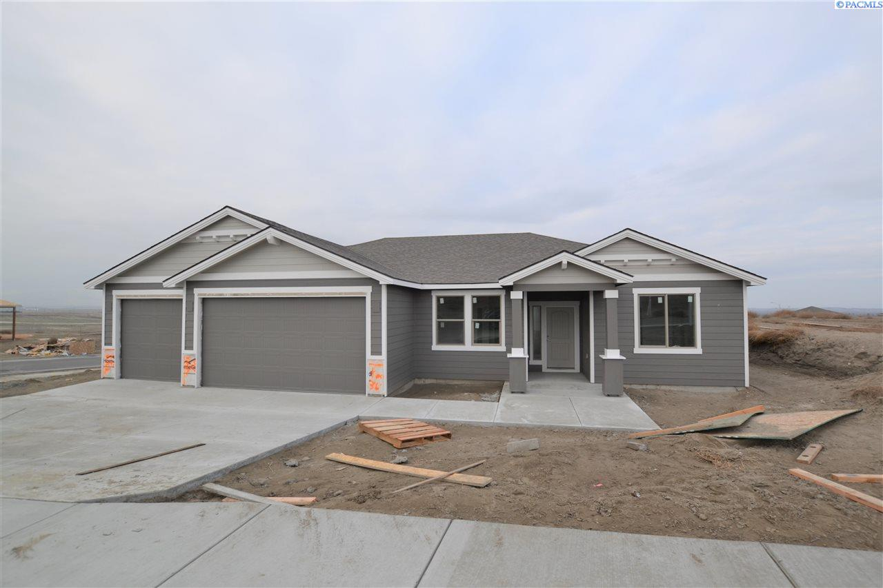 Single Family Homes for Sale at 7098 Collins Street West Richland, Washington 99353 United States