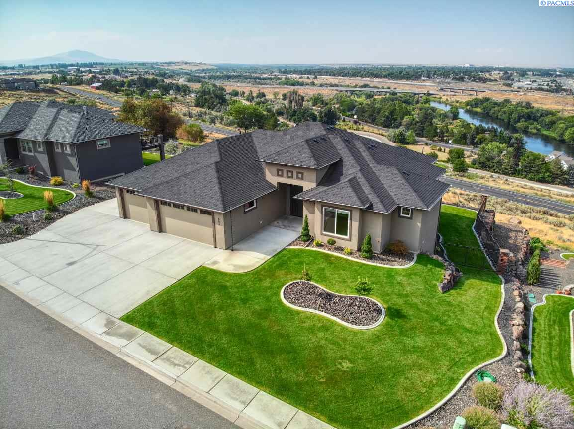 Single Family Homes for Sale at 984 Allenwhite Drive Richland, Washington 99352 United States