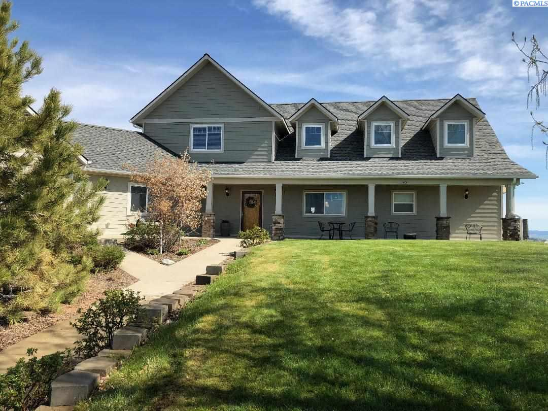 Single Family Homes for Sale at 881 Country Club Road Pullman, Washington 99163 United States