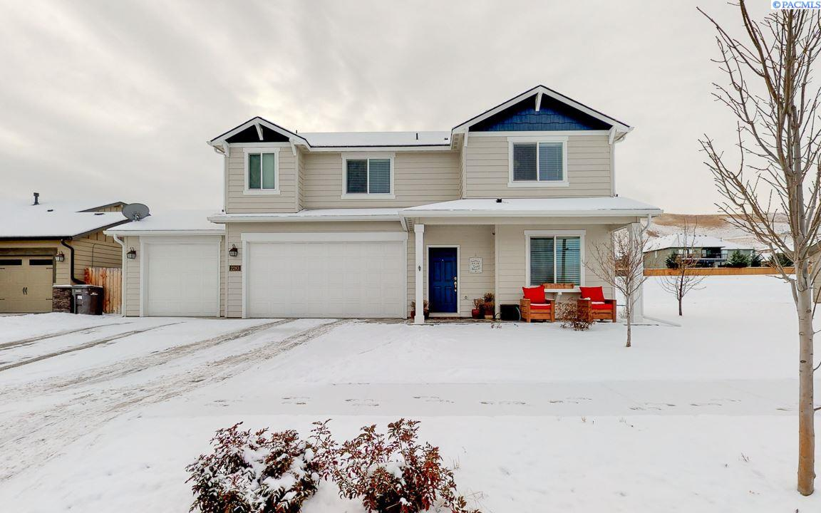 Single Family Homes for Sale at 2283 W 45th Avenue Kennewick, Washington 99337 United States