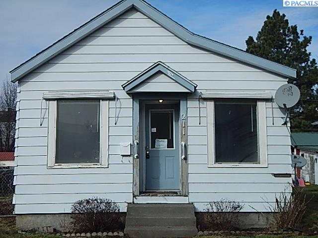 Single Family Homes for Sale at 211 E Commercial Avenue Dayton, Washington 99328 United States