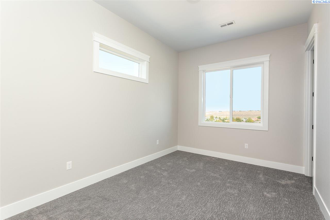 Additional photo for property listing at 1336 Paige Street Richland, Washington 99352 United States