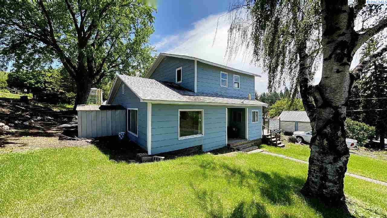 Single Family Homes for Sale at 220 N Bridge Street Palouse, Washington 99161 United States