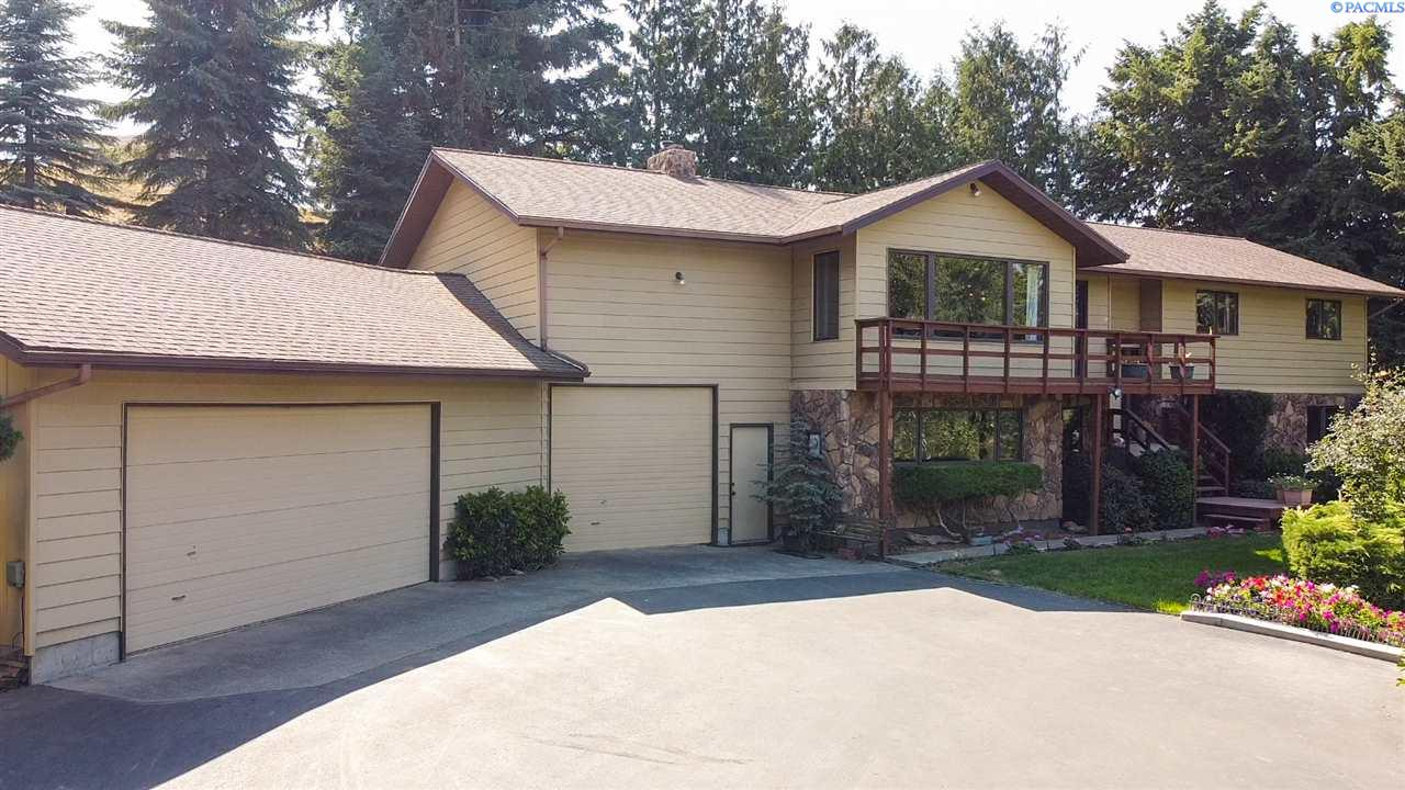 Single Family Homes for Sale at 1725 NW Hall Drive Pullman, Washington 99163 United States