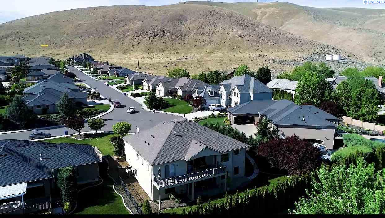 Single Family Homes for Sale at 1187 Plateau Drive Richland, Washington 99352 United States