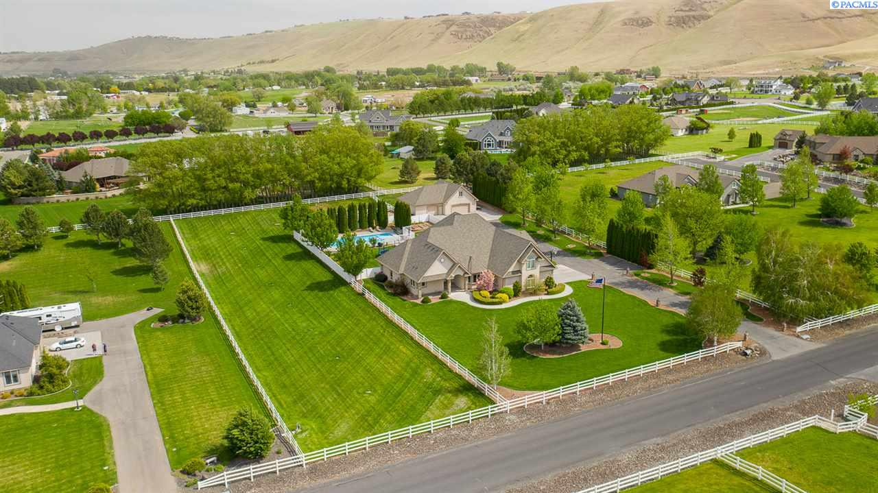 Additional photo for property listing at 26405 Country Meadows Lane Kennewick, Washington 99338 United States