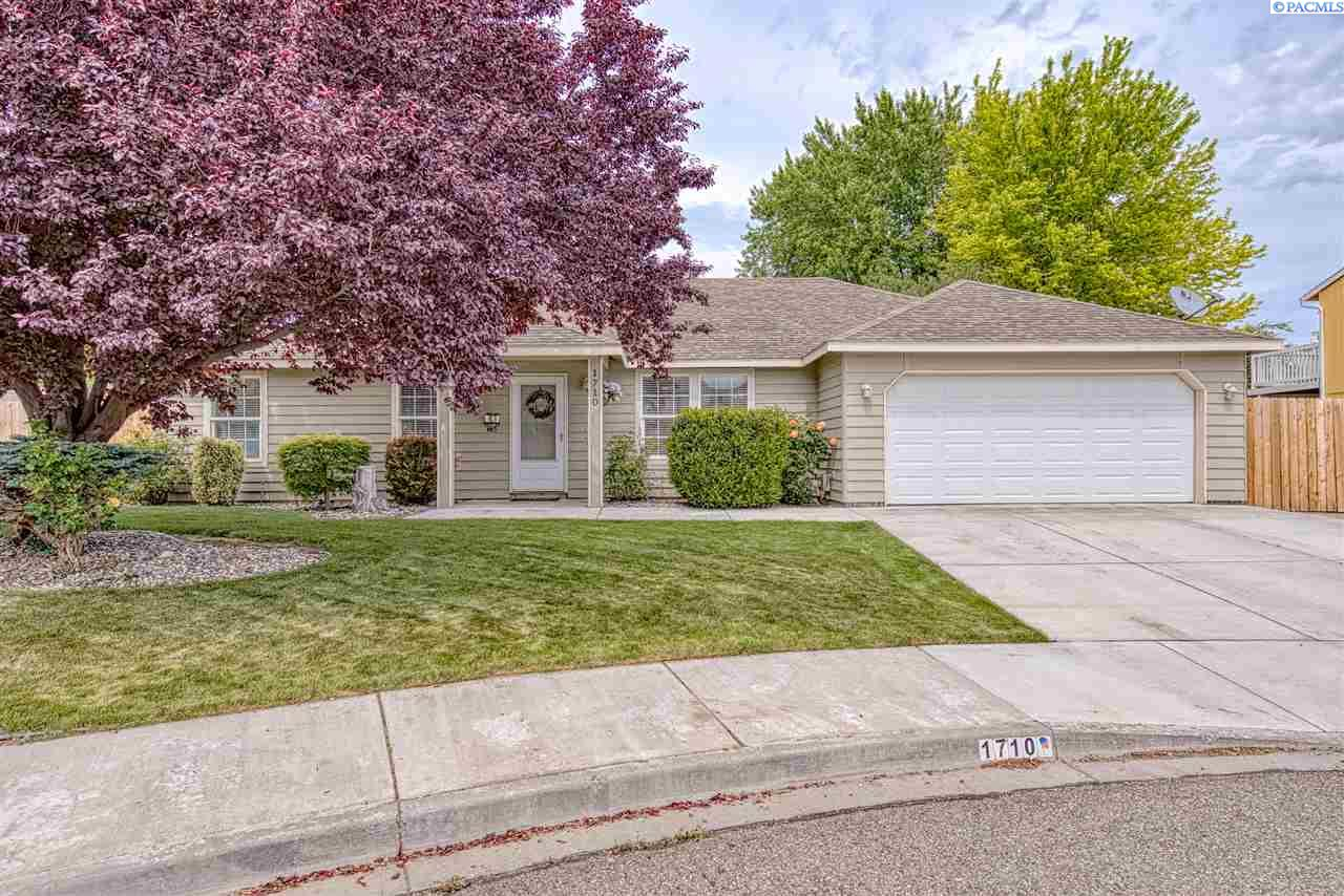 Single Family Homes for Sale at 1710 W 24th Place Kennewick, Washington 99337 United States