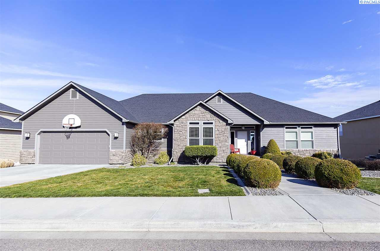 Single Family Homes for Sale at 5100 Hershey Lane West Richland, Washington 99353 United States