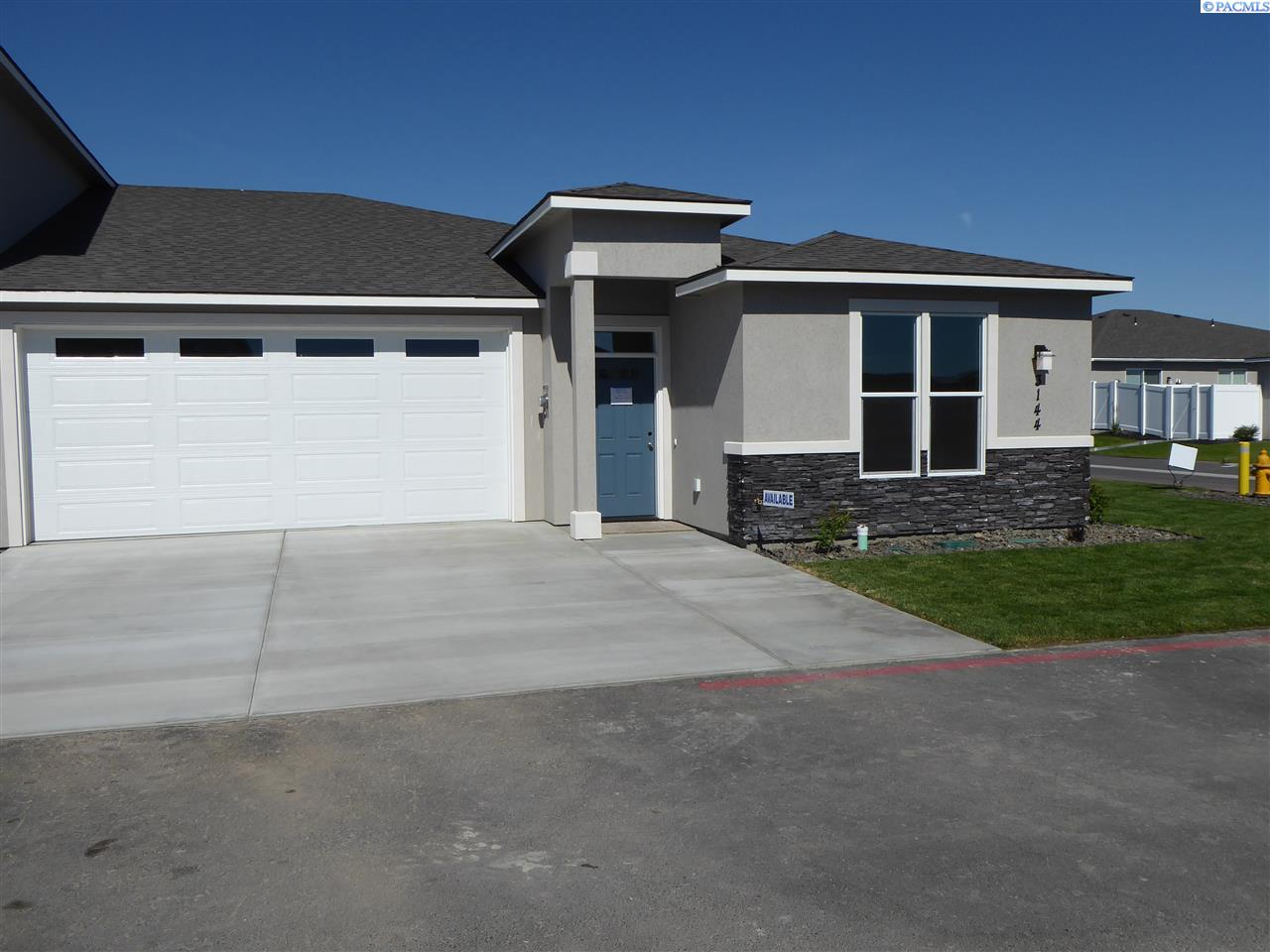 Single Family Homes for Sale at 3144 Carefree Loop West Richland, Washington 99353 United States