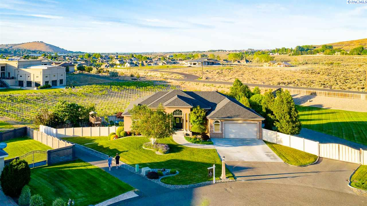 Single Family Homes for Sale at 101607 Ridgeview Court Kennewick, Washington 99338 United States