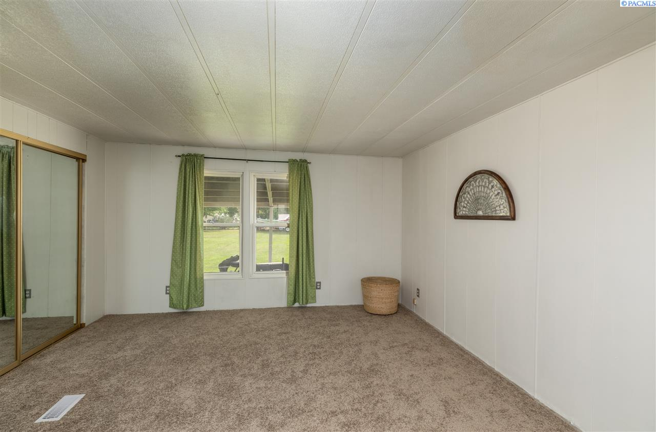 Additional photo for property listing at 121 Off Place Burbank, Washington 99323 United States