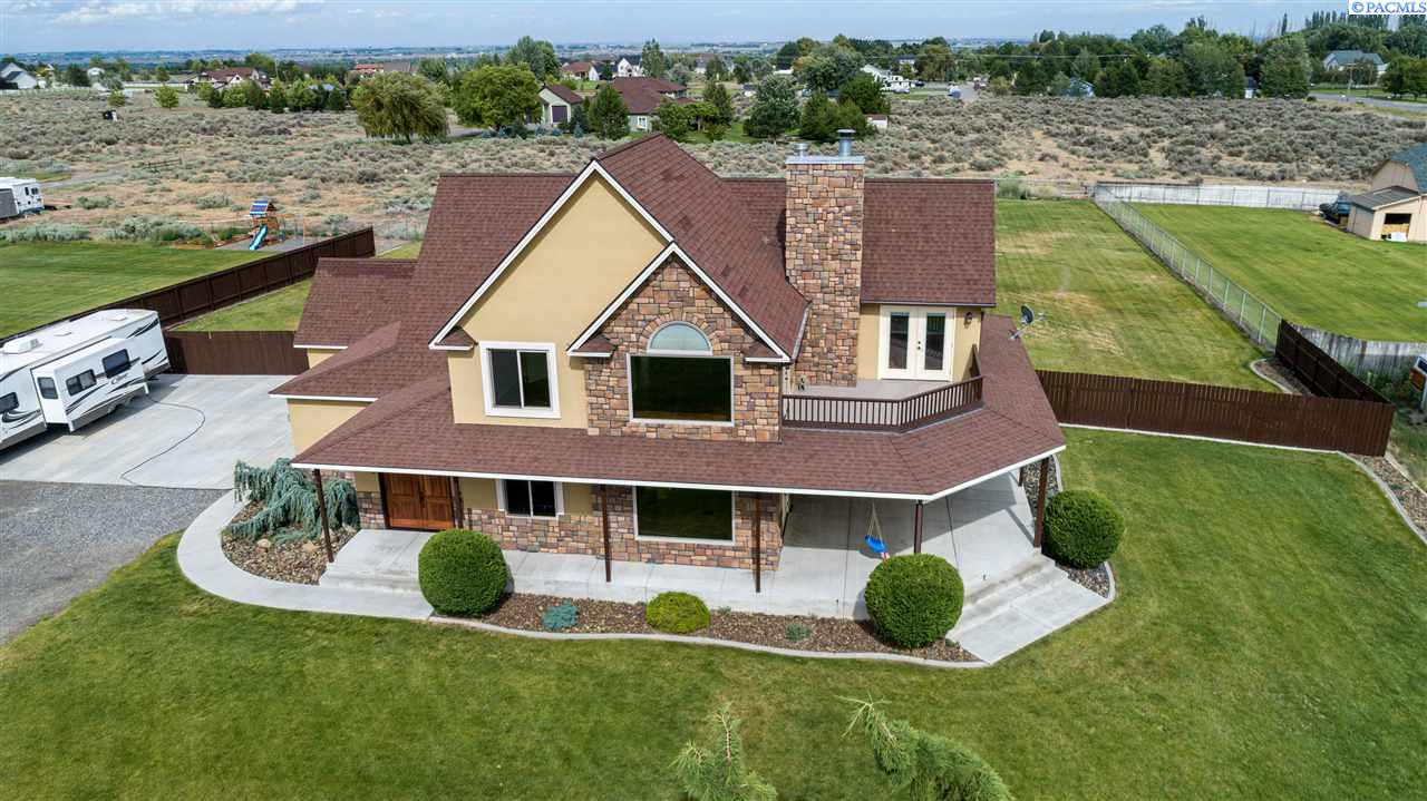 Single Family Homes for Sale at 3080 S 38th Avenue West Richland, Washington 99353 United States