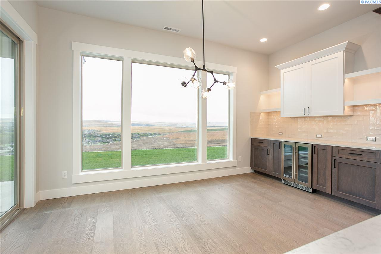 Additional photo for property listing at 2319 Skyview Loop Richland, Washington 99352 United States