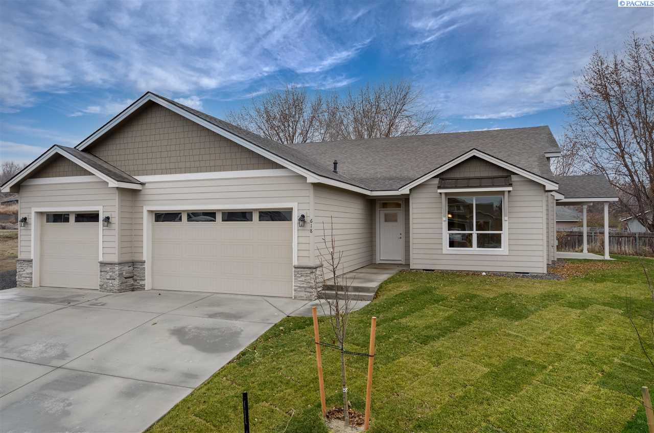 Single Family Homes for Sale at 618 E 32nd Court Kennewick, Washington 99337 United States
