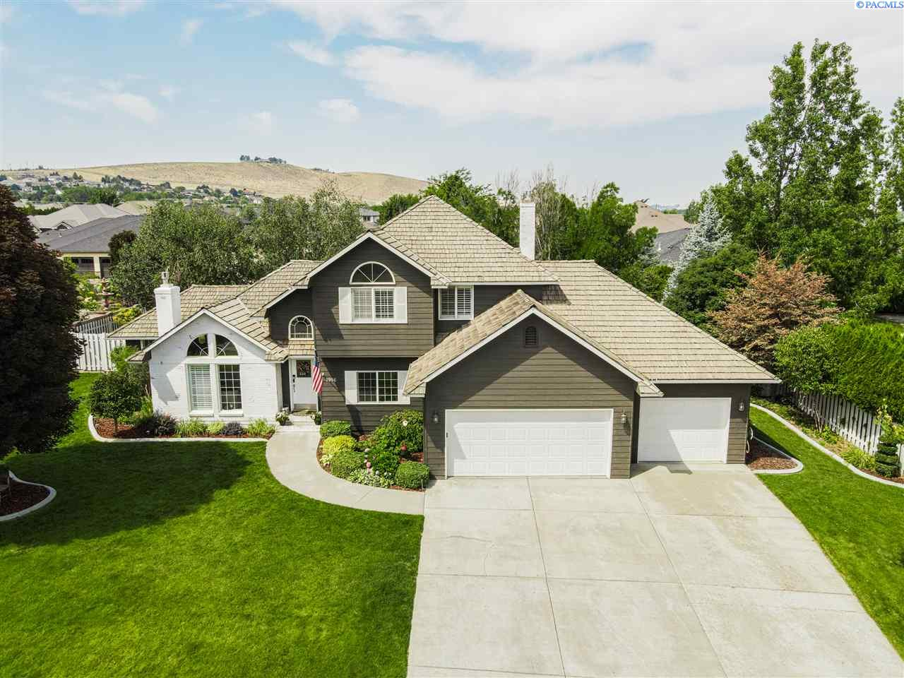 Single Family Homes for Sale at 1916 S Buchanan Street Kennewick, Washington 99338 United States