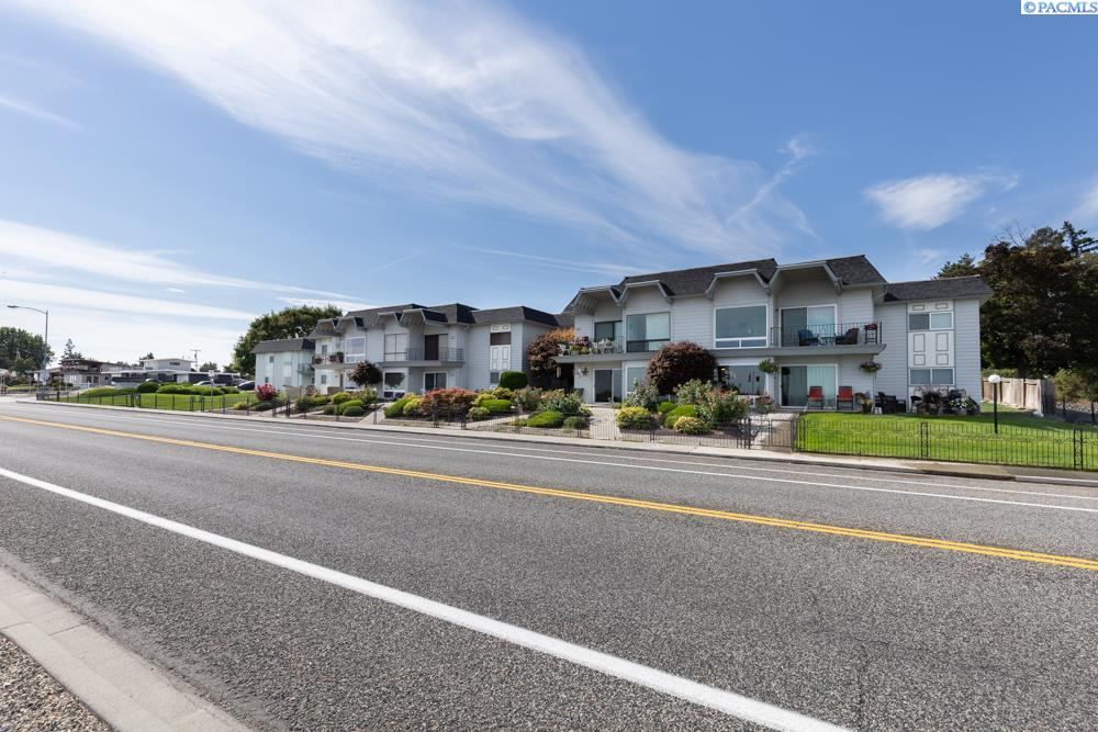 Condominiums for Sale at 2401 W Canal Dr. #D3 Kennewick, Washington 99336 United States