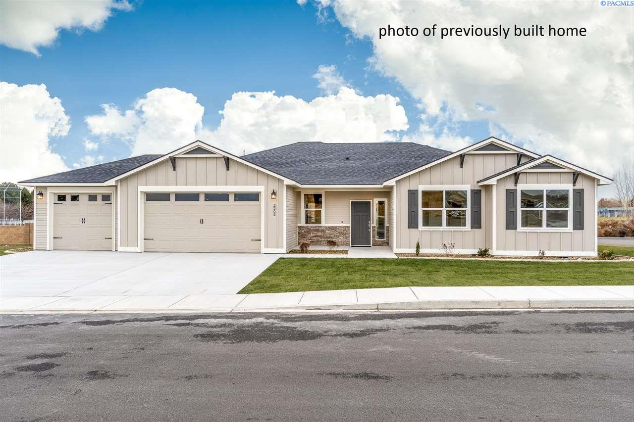 Single Family Homes for Sale at 1015 Suncrest Trail Richland, Washington 99352 United States
