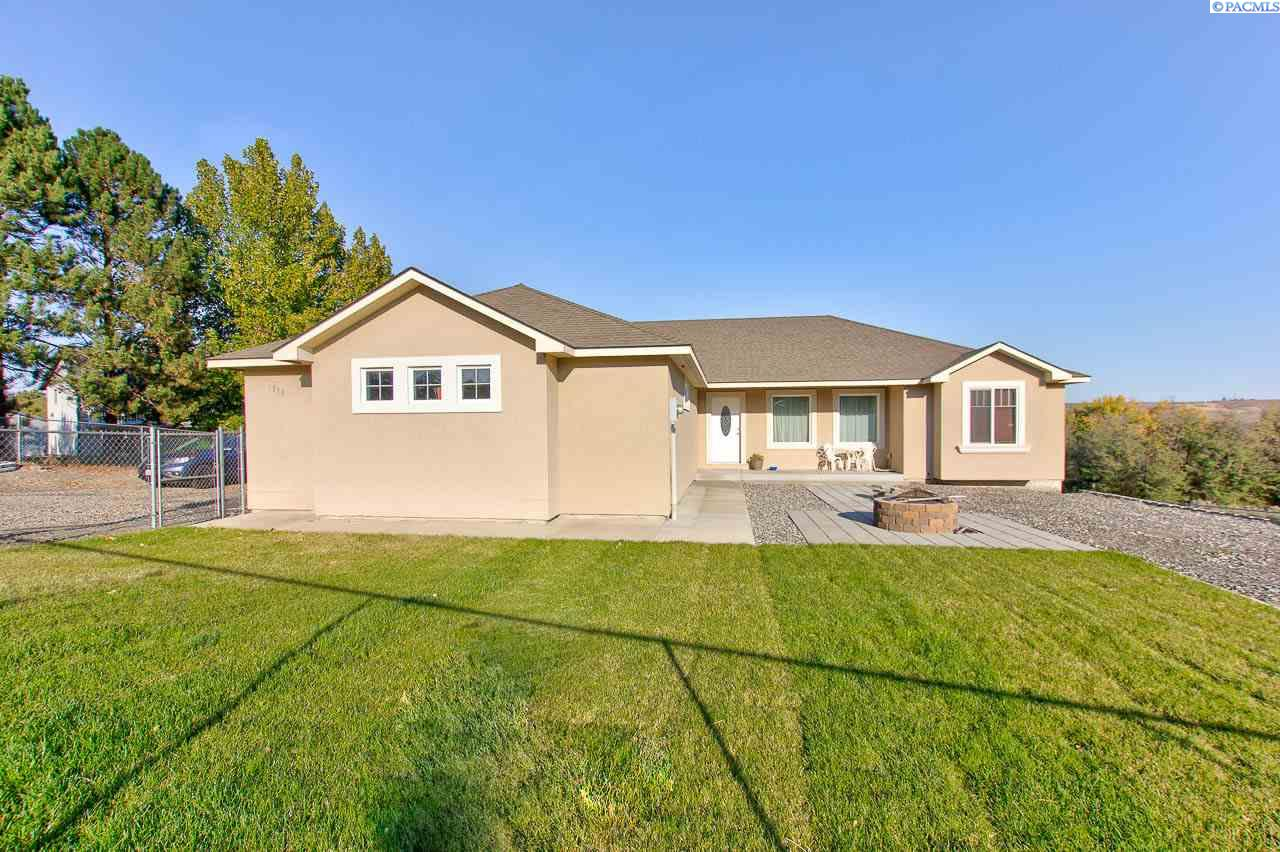 Single Family Homes for Sale at 1310 9th Street Benton City, Washington 99320 United States