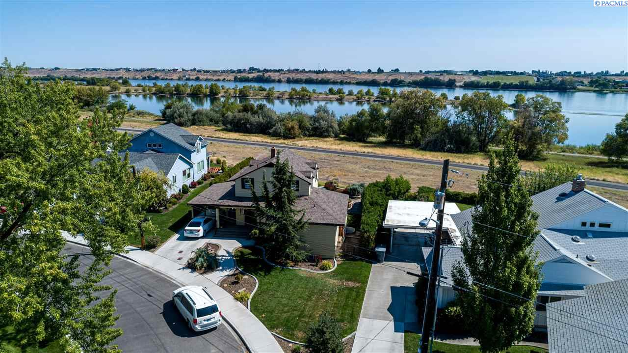 Single Family Homes for Sale at 1820 Hunt Point Richland, Washington 99354 United States