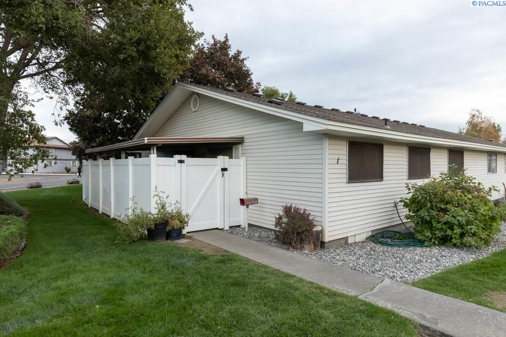 Condominiums for Sale at 4203 W Kennewick Avenue Kennewick, Washington 99336 United States