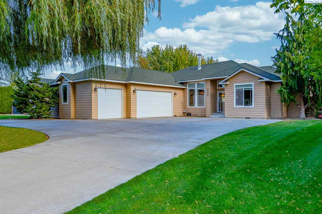 Single Family Homes for Sale at 3700 S Highlands BLVD West Richland, Washington 99353 United States