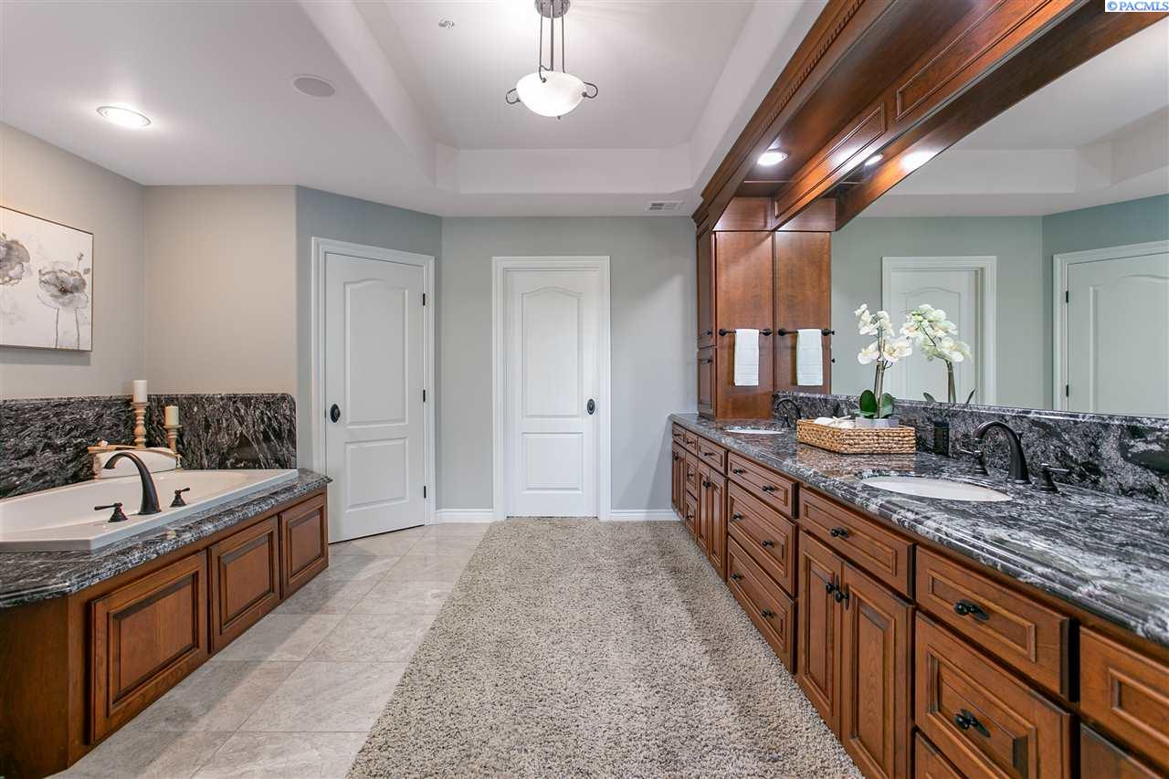 Additional photo for property listing at 334 Columbia Point Dr #104 Richland, Washington 99352 United States