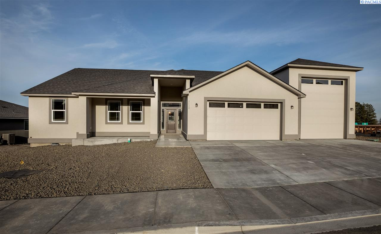 Single Family Homes for Sale at lot 4 Bing St West Richland, Washington 99352 United States