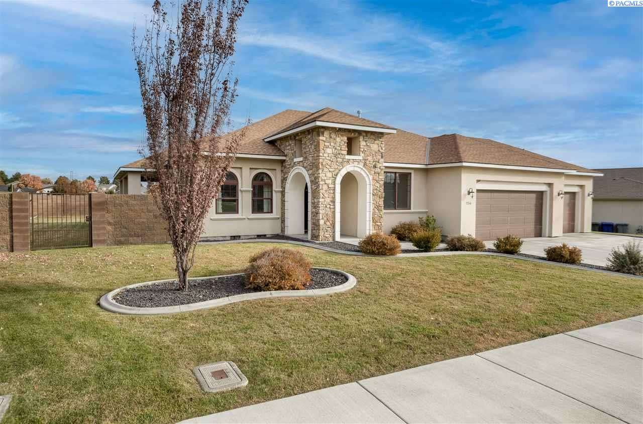 Single Family Homes for Sale at 256 Silver Meadows Drive Richland, Washington 99352 United States